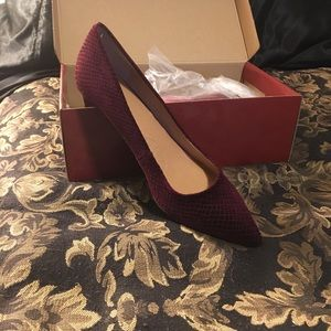 Dress barn velvet patterned pumps.